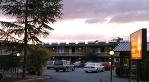 Booking - Red Cedars Motel