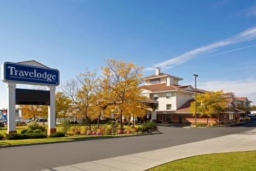 Booking - Hotel Travelodge Oshawa Whitby