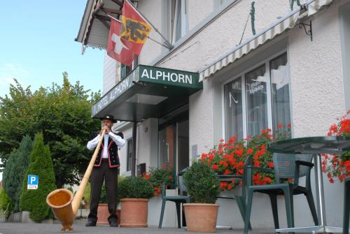 Booking - Hotel Alphorn