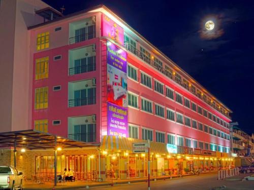 Booking - Hotel Rachan Residence