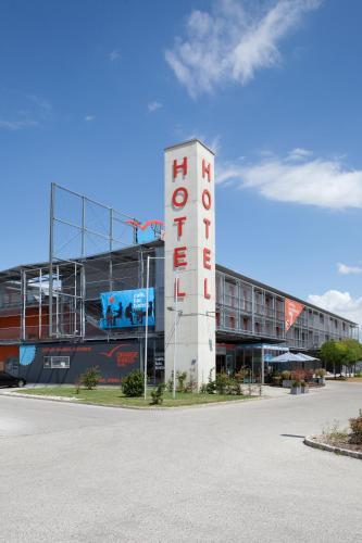 Booking - Hotel Orange Wings Wiener Neustadt