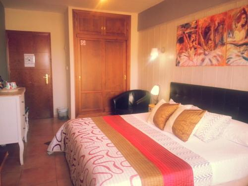 Booking - Hostal Don Peque
