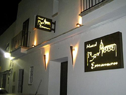 Booking - Hostal Extramuros