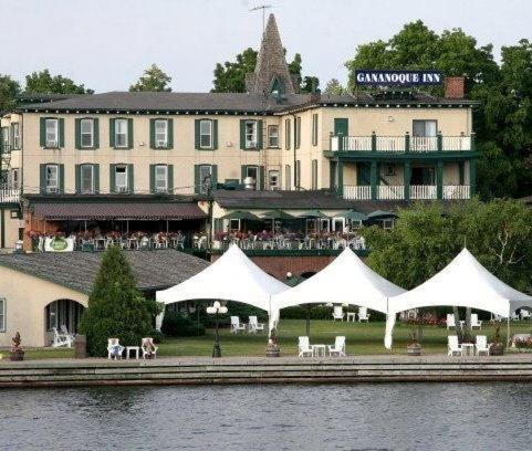 Booking - Hotel Gananoque Inn &amp; Spa