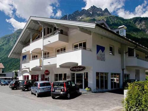 Booking - Aparthotel Mado
