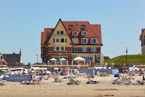 Booking - Beach Hotel - Auberge des Rois